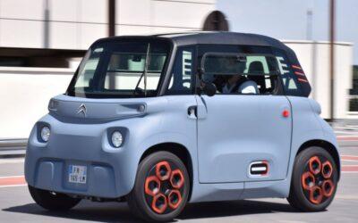 La minuscule voiture électrique Ami de Citroën peut être conduite par des jeunes de 14 ans pour 22 euros par mois