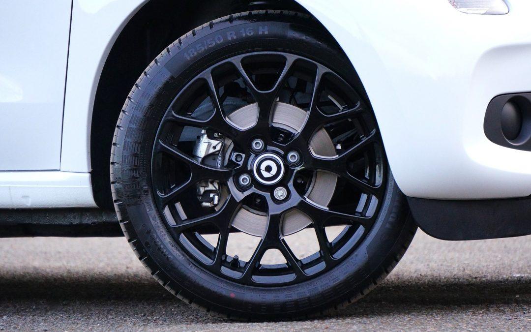6 choses à savoir avant de faire réparer le pneu crevé de votre voiture